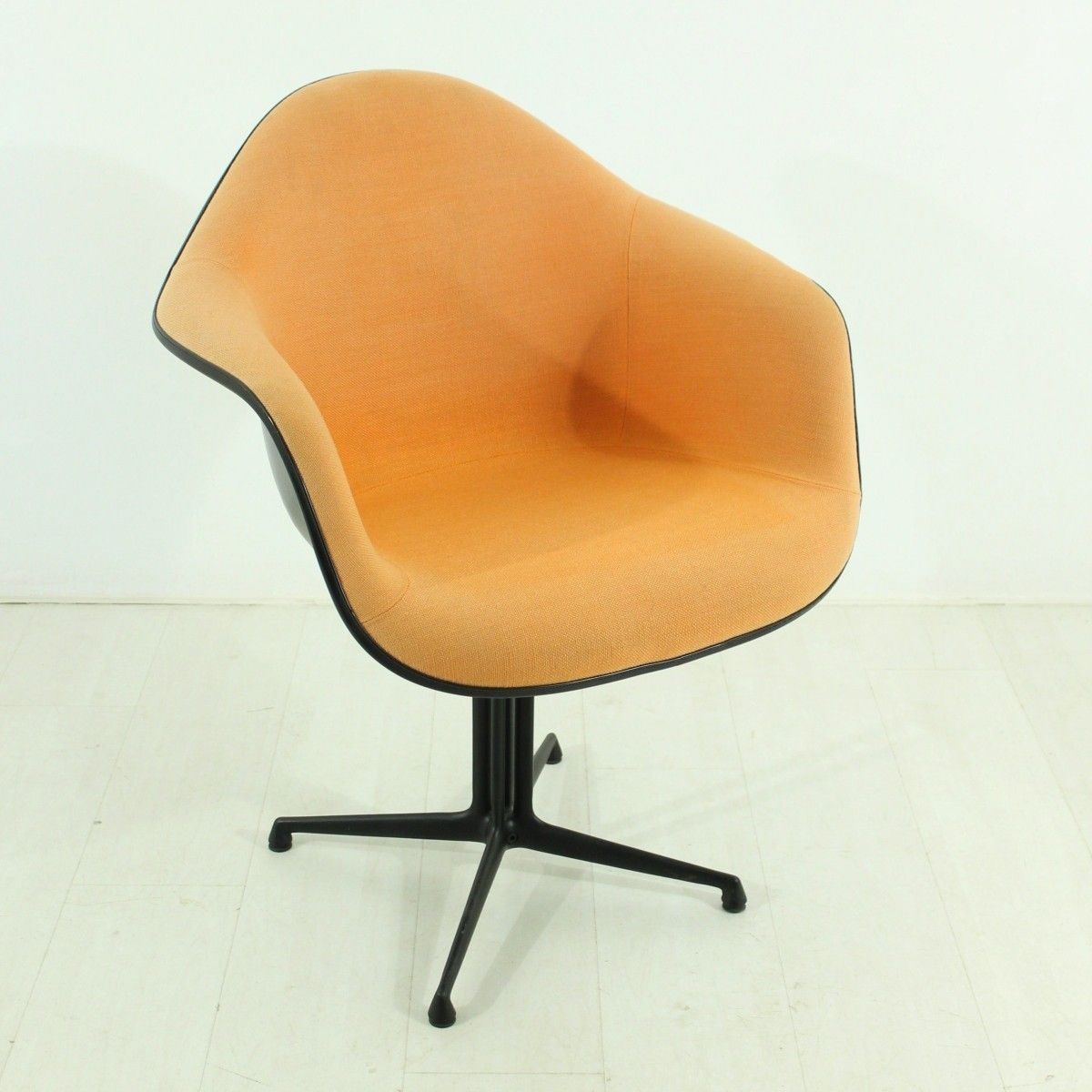 Vintage terracotta la fonda chair by charles ray eames for Eames chair deutschland