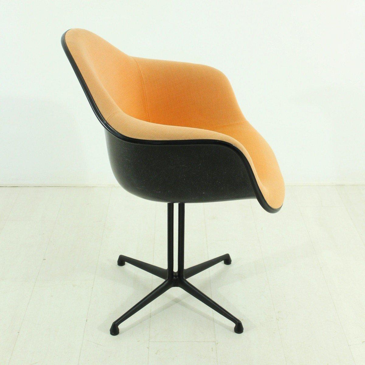 Chaise terracotta la fonda vintage par charles ray eames for Chaise vitra eames prix