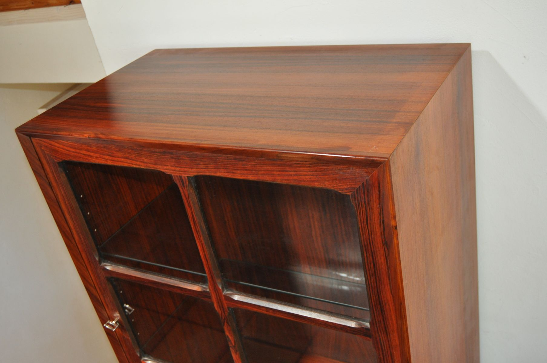 vintage danish rosewood vitrine 1970s for sale at pamono. Black Bedroom Furniture Sets. Home Design Ideas