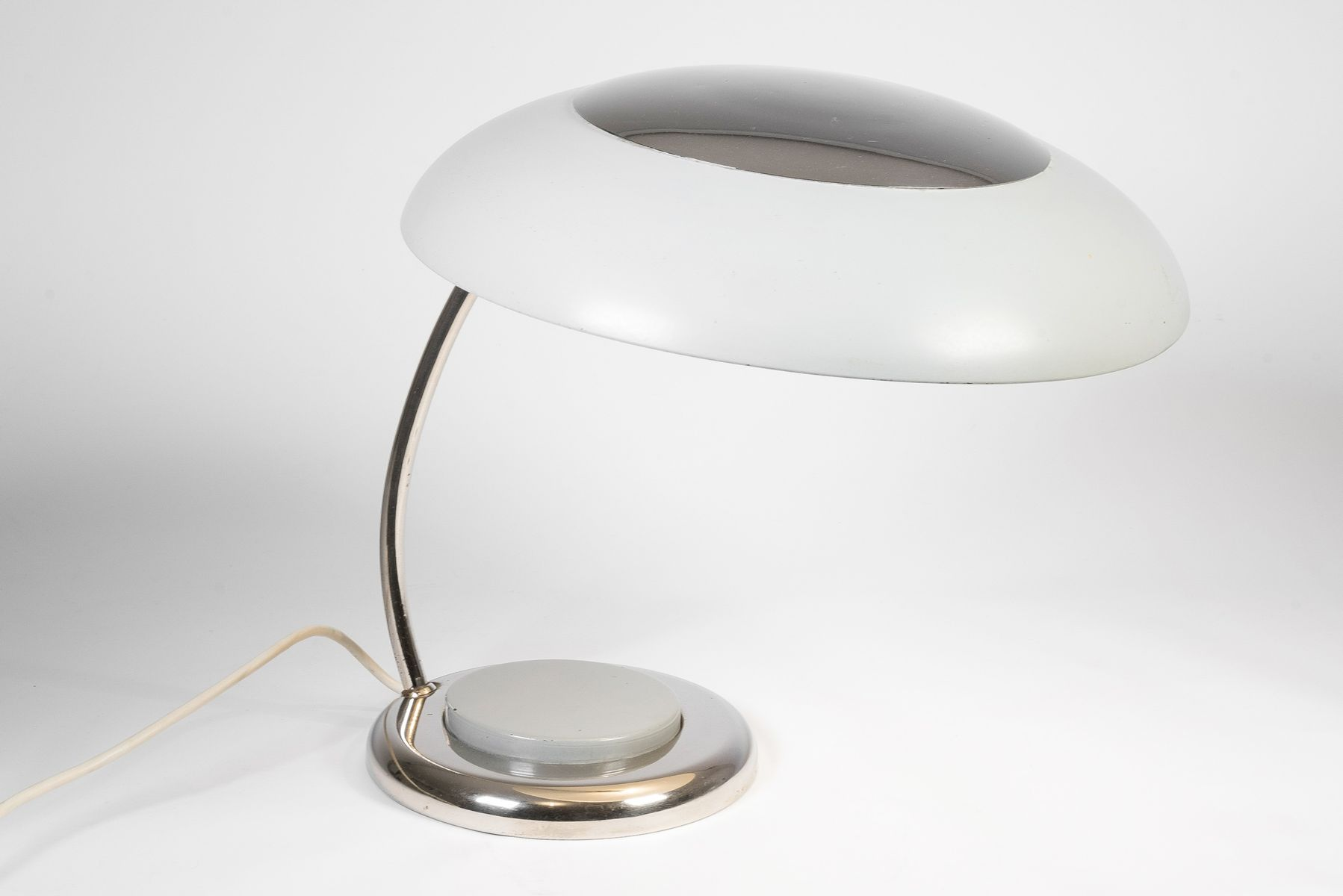 vintage tischlampe mit gebogenem schirm bei pamono kaufen. Black Bedroom Furniture Sets. Home Design Ideas
