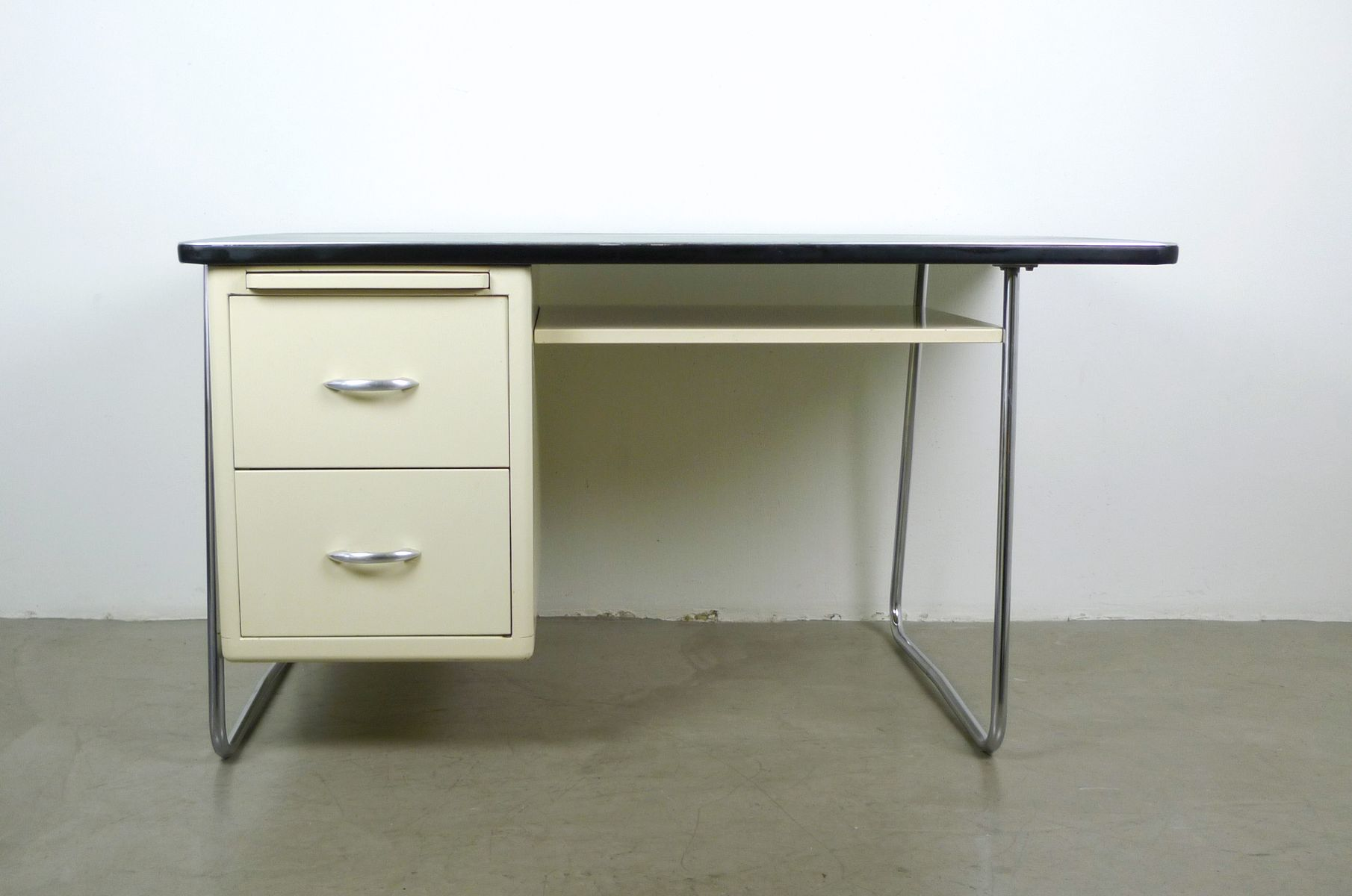 metall schreibtisch von mauser werke 1950er bei pamono kaufen. Black Bedroom Furniture Sets. Home Design Ideas