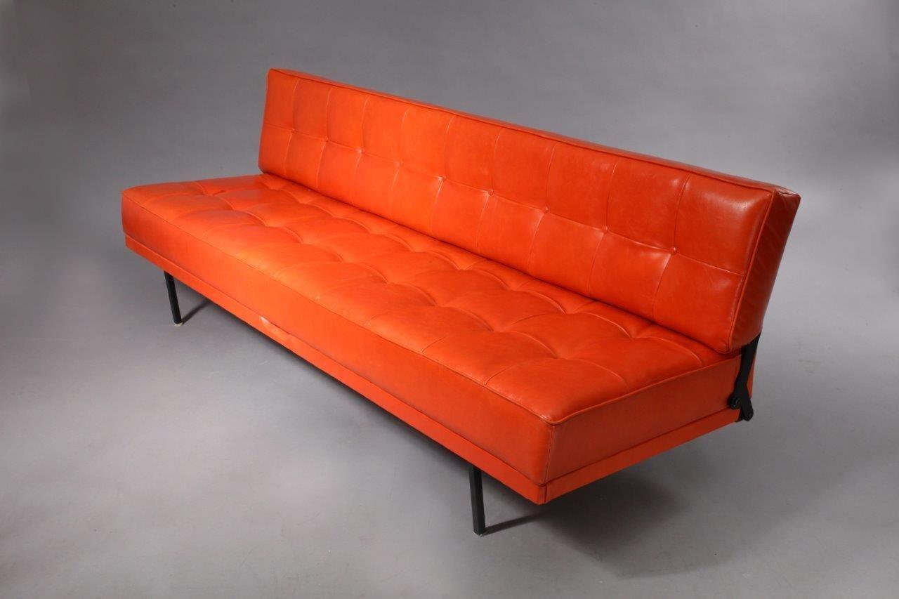 Canap trois places et m ridienne orange constance par for Canape trois places