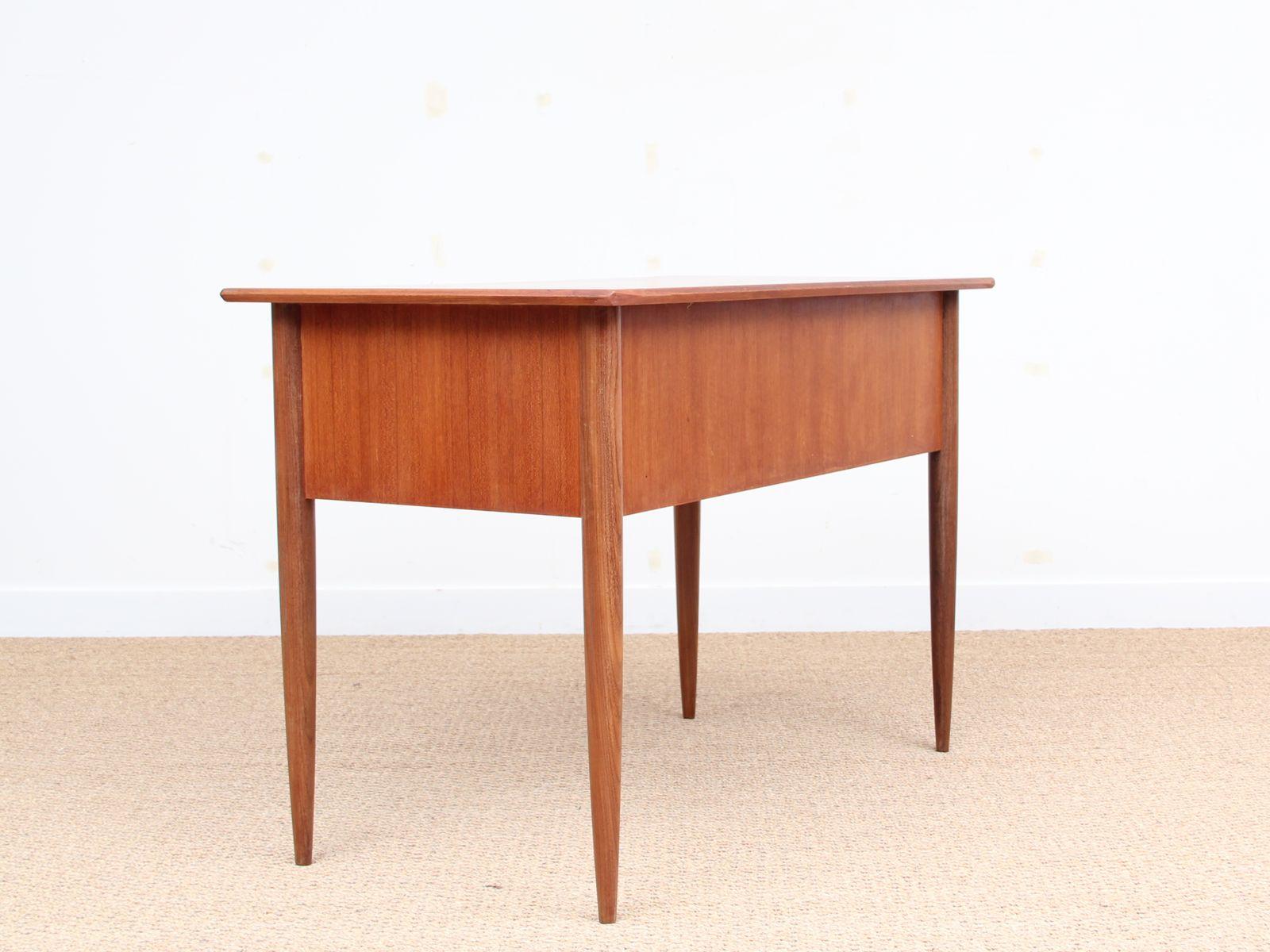 kleiner mid century schreibtisch aus teak 1950er bei. Black Bedroom Furniture Sets. Home Design Ideas