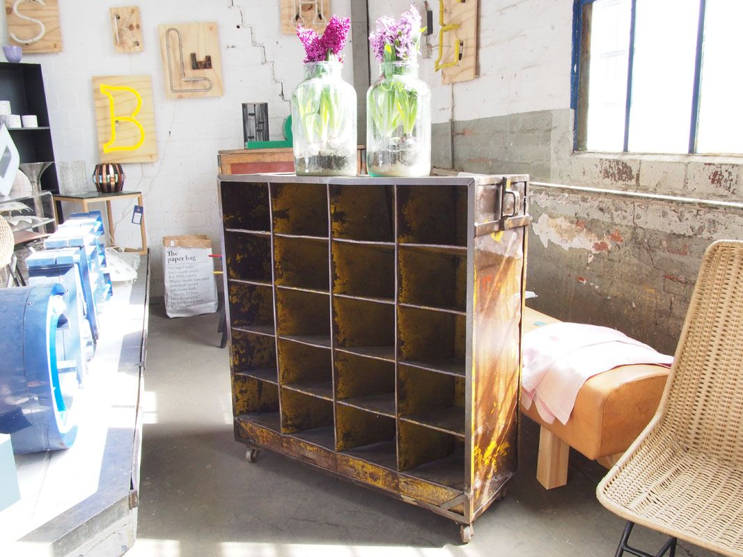 meuble d atelier vintage industriel en m tal en vente sur pamono. Black Bedroom Furniture Sets. Home Design Ideas