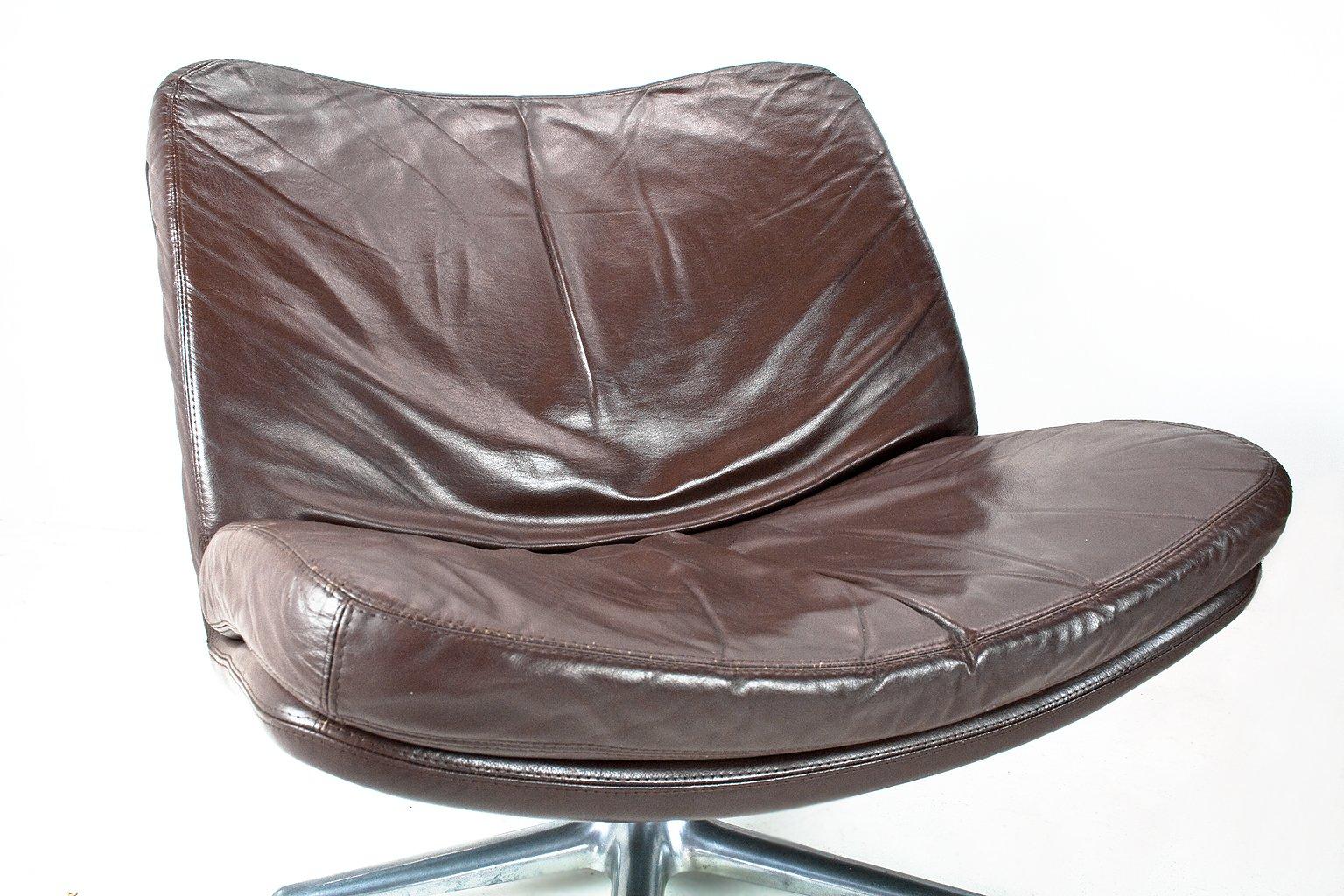 fauteuils pivotants par geoffrey harcourt pour artifort. Black Bedroom Furniture Sets. Home Design Ideas
