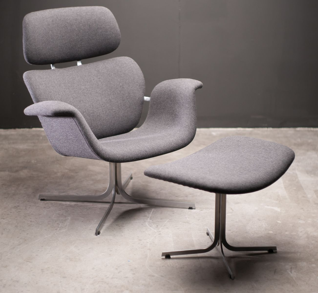 F545 lounge chair with matching footstool by pierre paulin for Matching lounge furniture