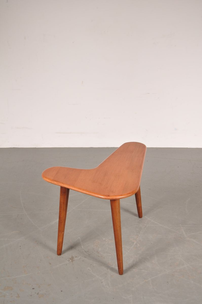 petite table d appoint en forme de bommerand 1950s en. Black Bedroom Furniture Sets. Home Design Ideas