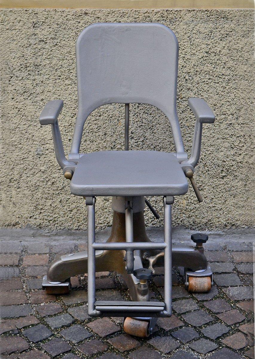 zahnarzt stuhl auf rollen aus gegossenem aluminium 1900er. Black Bedroom Furniture Sets. Home Design Ideas