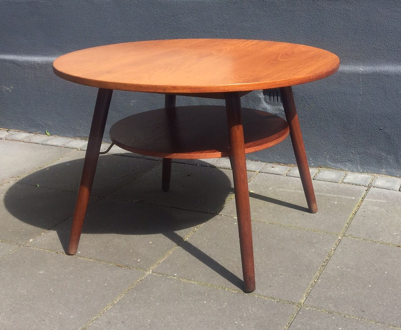 Round Teak Coffee Table With Floating Magazine Shelf 1960s For Sale At Pamono