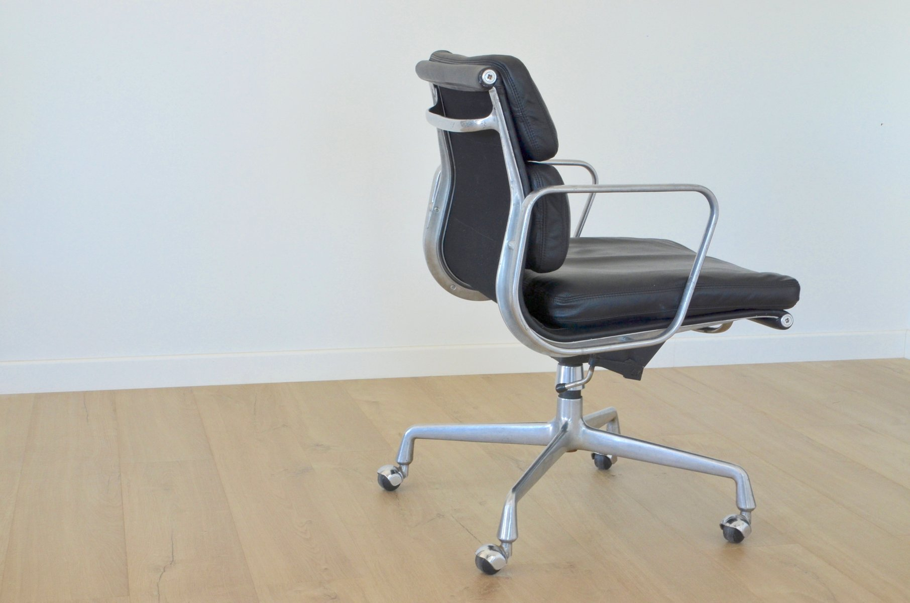 Vintage EA217 fice Chair by Charles Eames for Herman