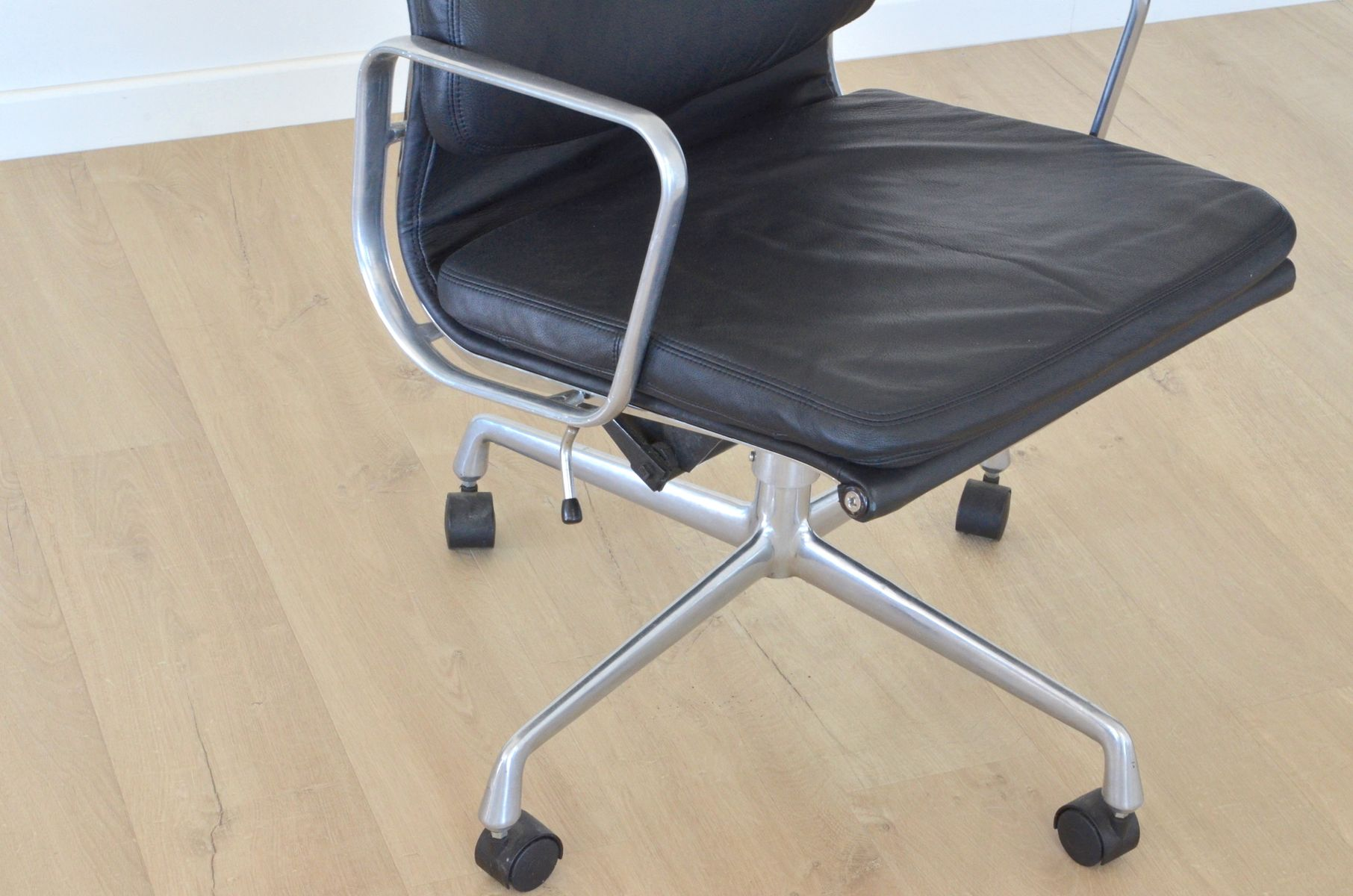 Vintage ea219 office chair by charles eames for herman for Eames chair nachbau deutschland