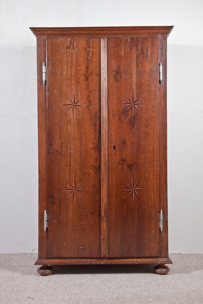 klassizistischer kleiderschrank mit zwei t ren 1761 bei pamono kaufen. Black Bedroom Furniture Sets. Home Design Ideas