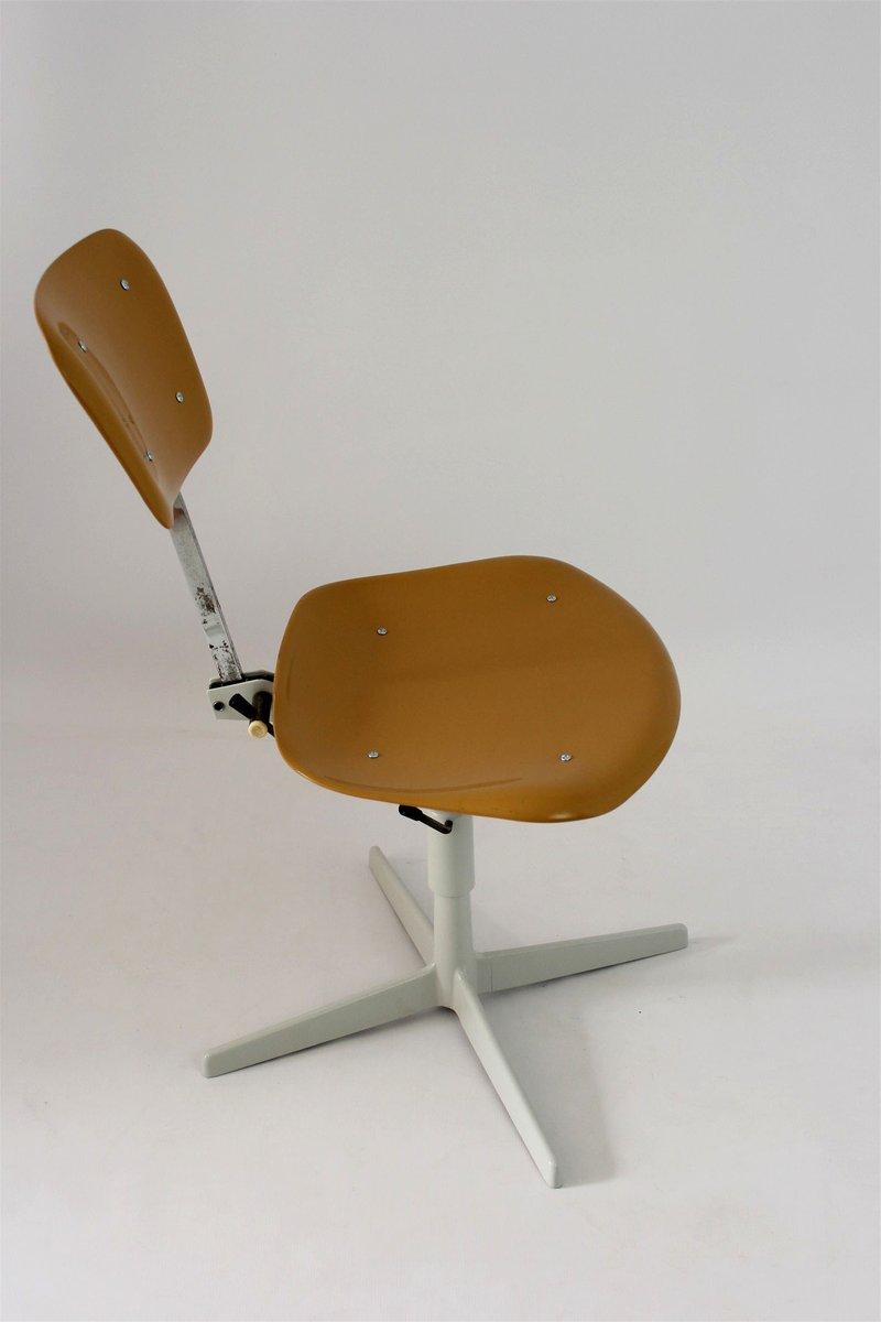 industrieller stuhl aus plastik stahl 1970er bei pamono. Black Bedroom Furniture Sets. Home Design Ideas