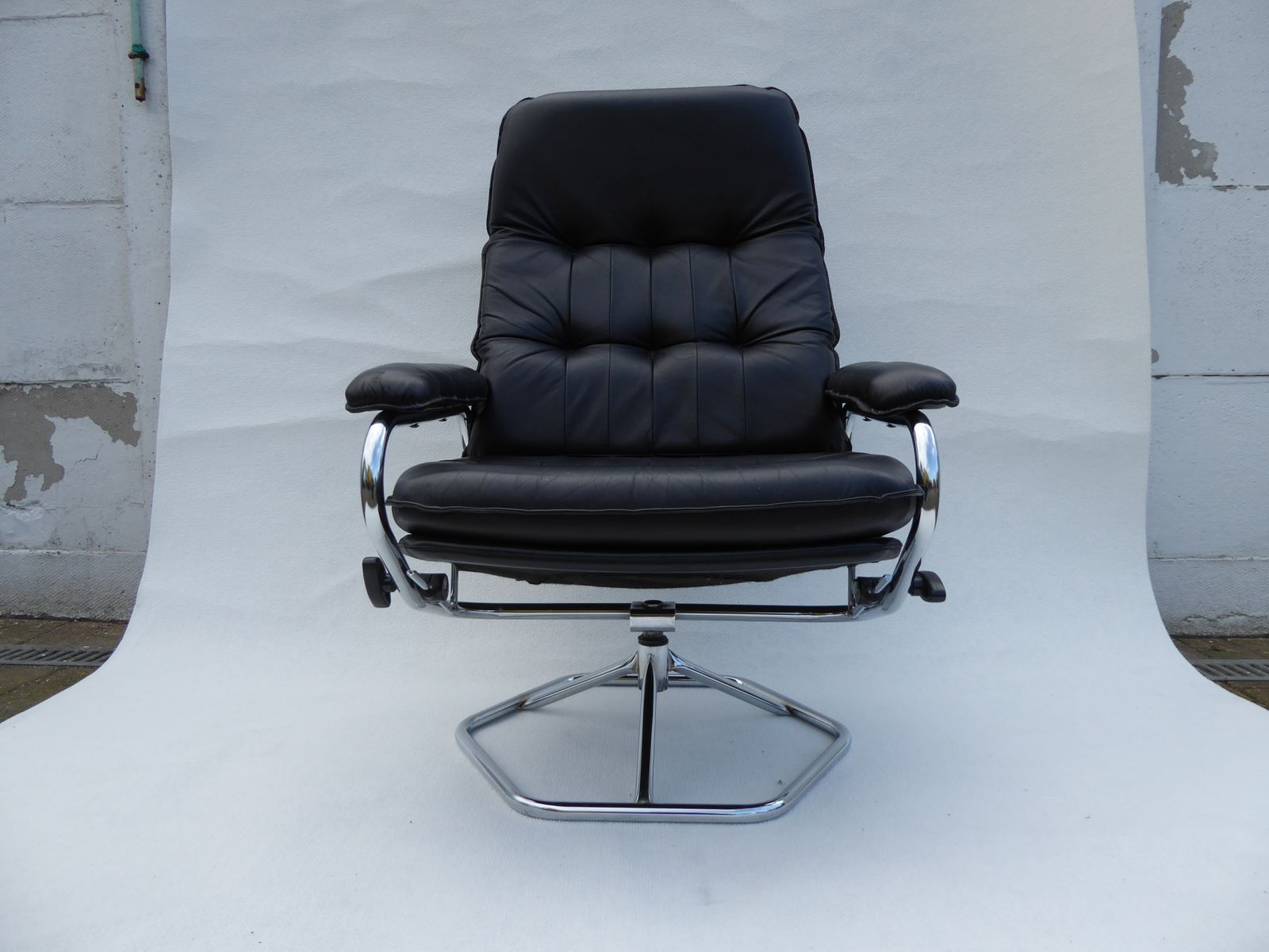 Vintage leather swivel chair - Vintage Danish Simi Leather Swivel Chair And Ottoman From Unico 1970s Set Of 2