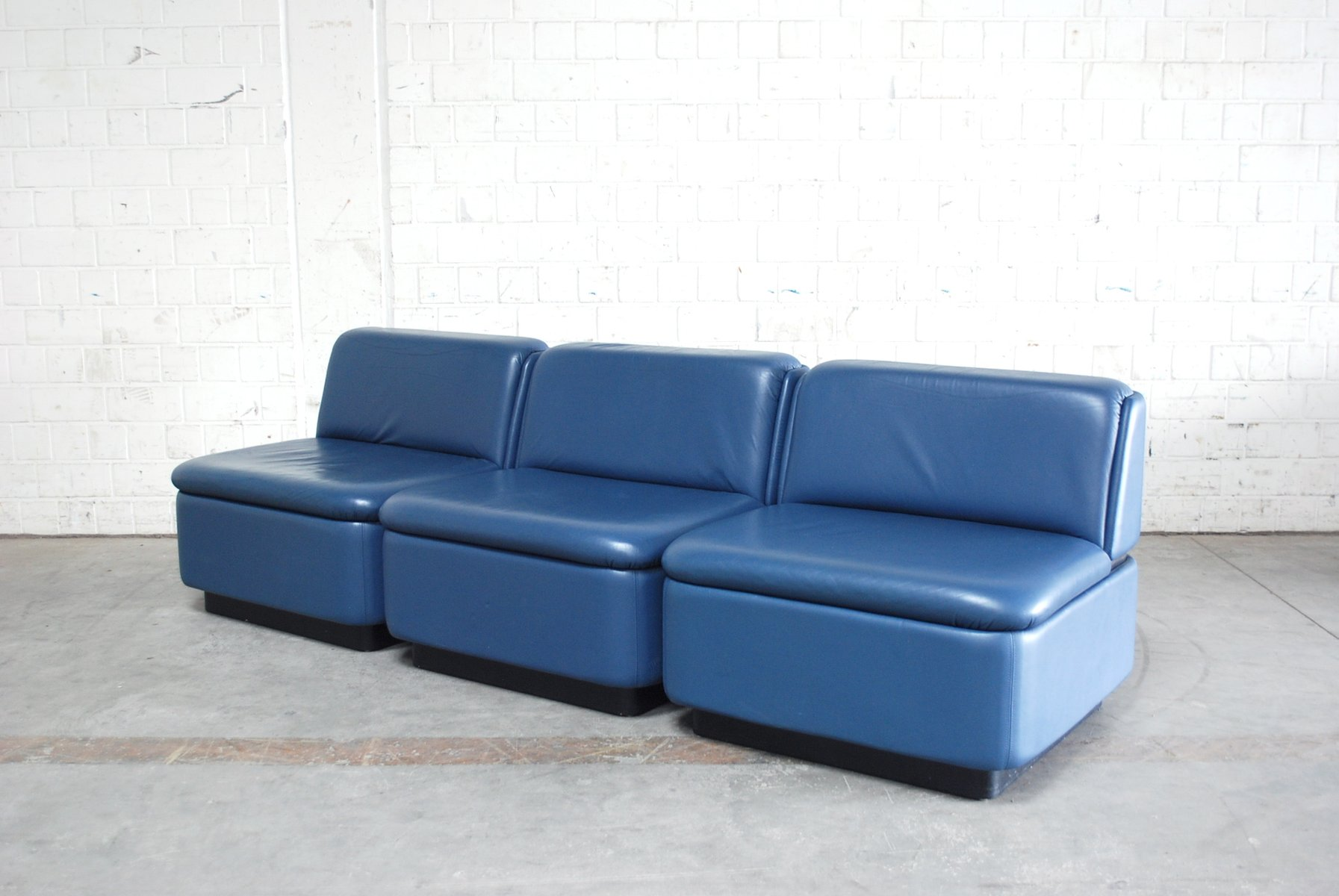 Vintage modular blue leather sofa 1979 for sale at pamono for Blue leather sofa