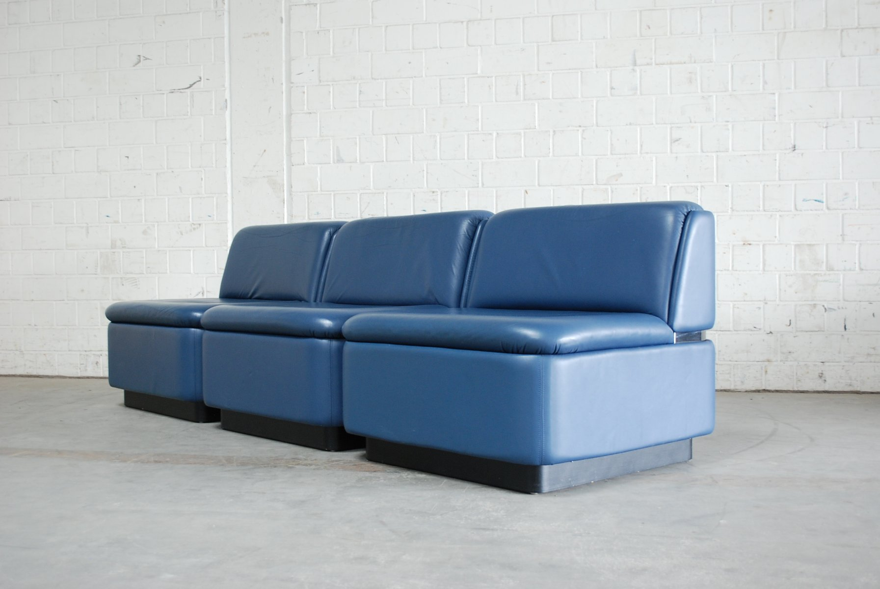 Teal blue leather sofa thesofa for Blue leather couch