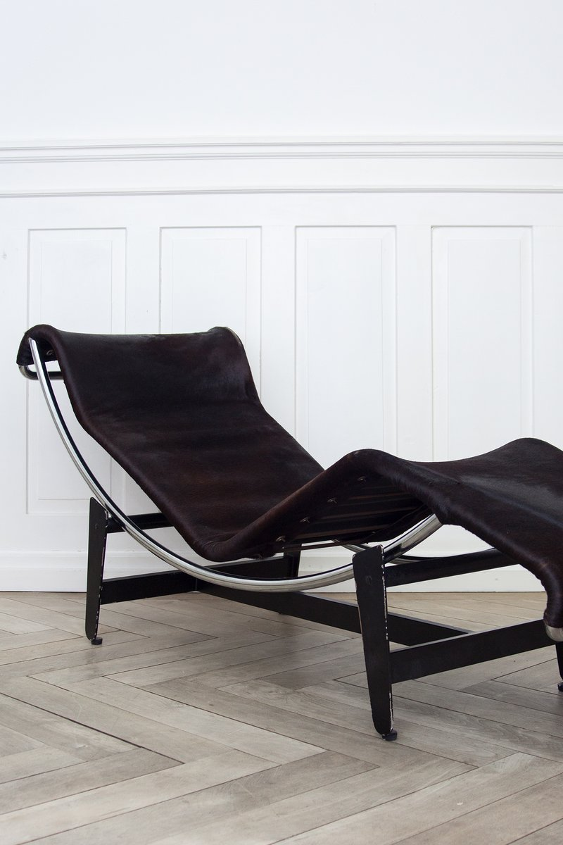 Lc4 b306 chaise longue by le corbusier pierre janneret for Chaise longue le corbusier vache