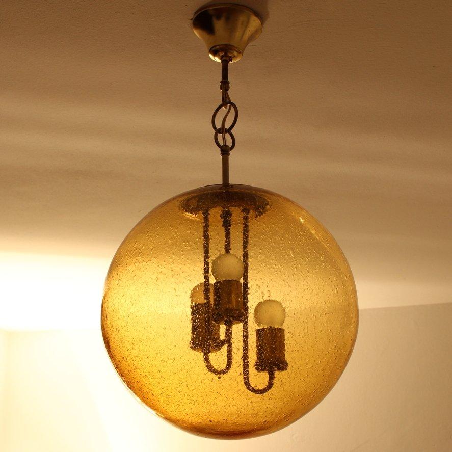 h ngelampe aus messing mit kugel glasschirm von limburg. Black Bedroom Furniture Sets. Home Design Ideas
