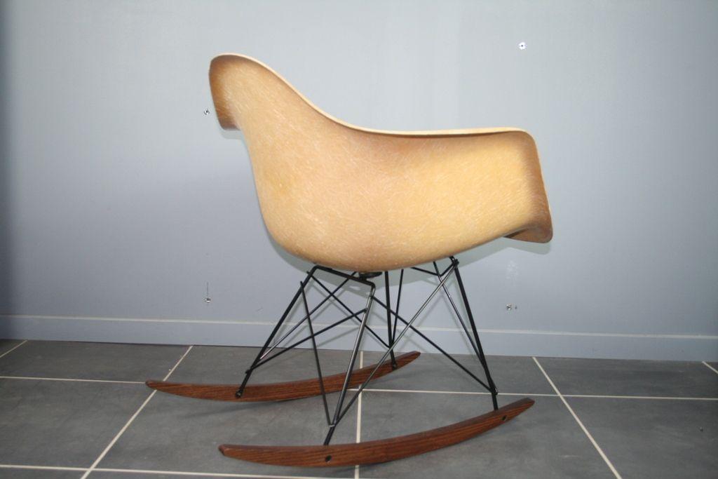 beiger rar schaukelstuhl von charles ray eames f r zenith bei pamono kaufen. Black Bedroom Furniture Sets. Home Design Ideas