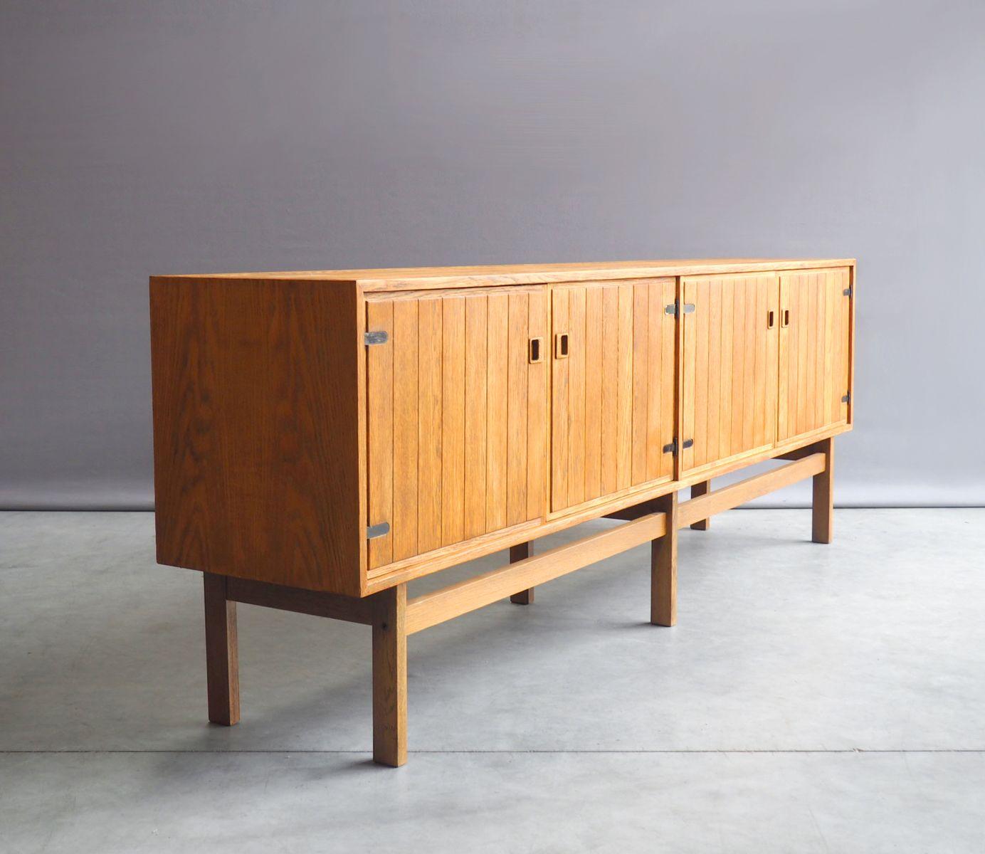 gro es d nisches eichenholz sideboard 1960er bei pamono. Black Bedroom Furniture Sets. Home Design Ideas