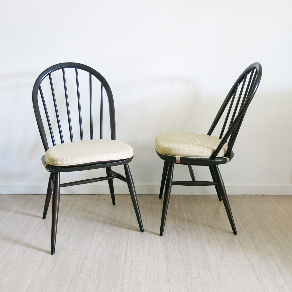 windsor st hle von lucian ercolani f r ercol 1970er 2er. Black Bedroom Furniture Sets. Home Design Ideas