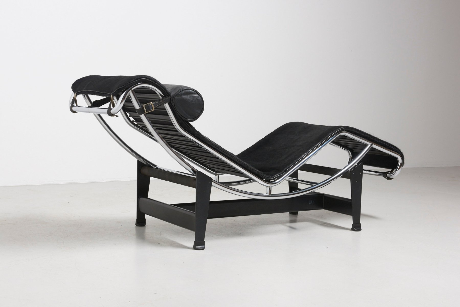 vintage lc4 chaise lounge by le corbusier for cassina for sale at pamono. Black Bedroom Furniture Sets. Home Design Ideas