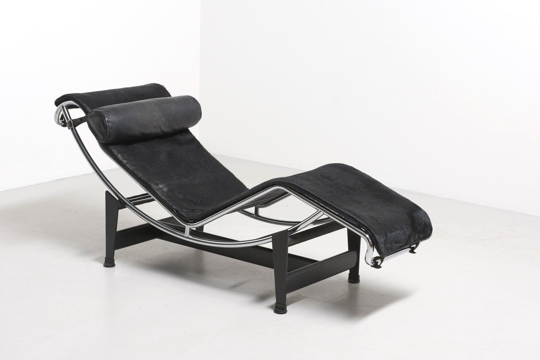 Vintage lc4 chaise lounge by le corbusier for cassina for for Chaise lounge cassina