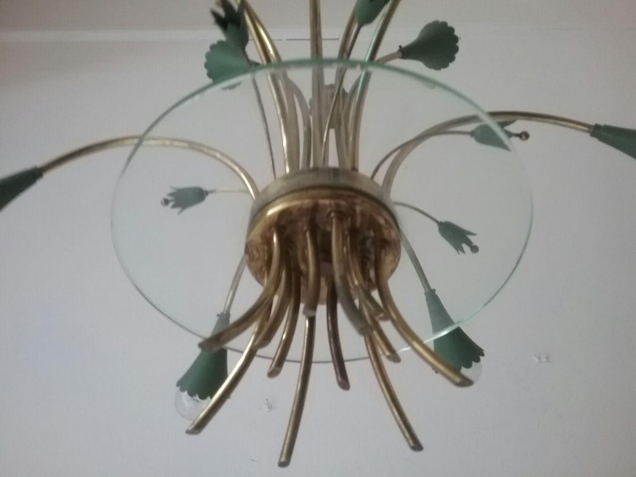vintage kronleuchter aus messing gr nem metall 1950er bei pamono kaufen. Black Bedroom Furniture Sets. Home Design Ideas