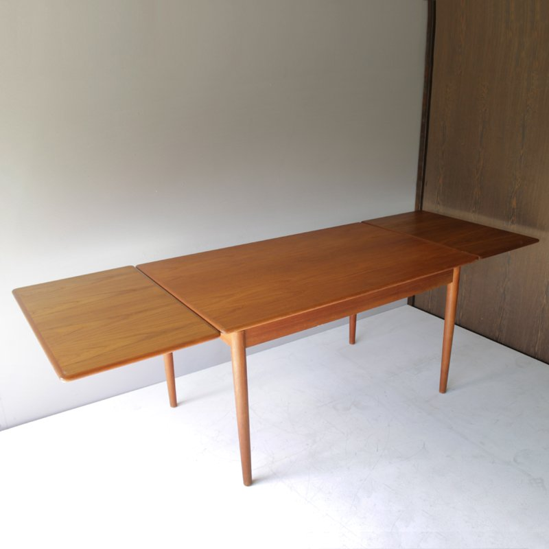 Vintage danish teak dining room table with two leaves for for 3 leaf dining room tables