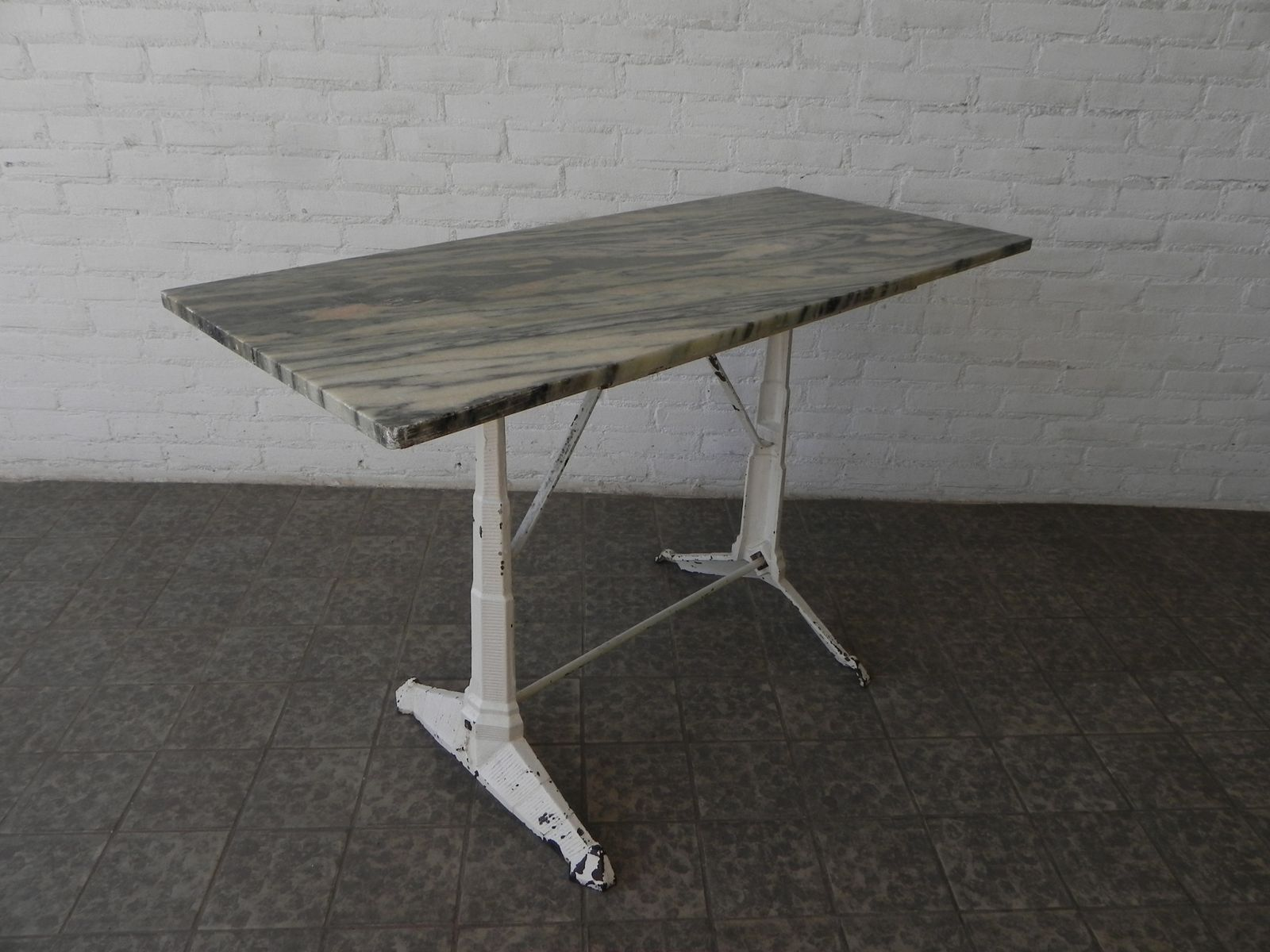 Art deco garden table with cast iron base and marble top for Cast iron table base marble top