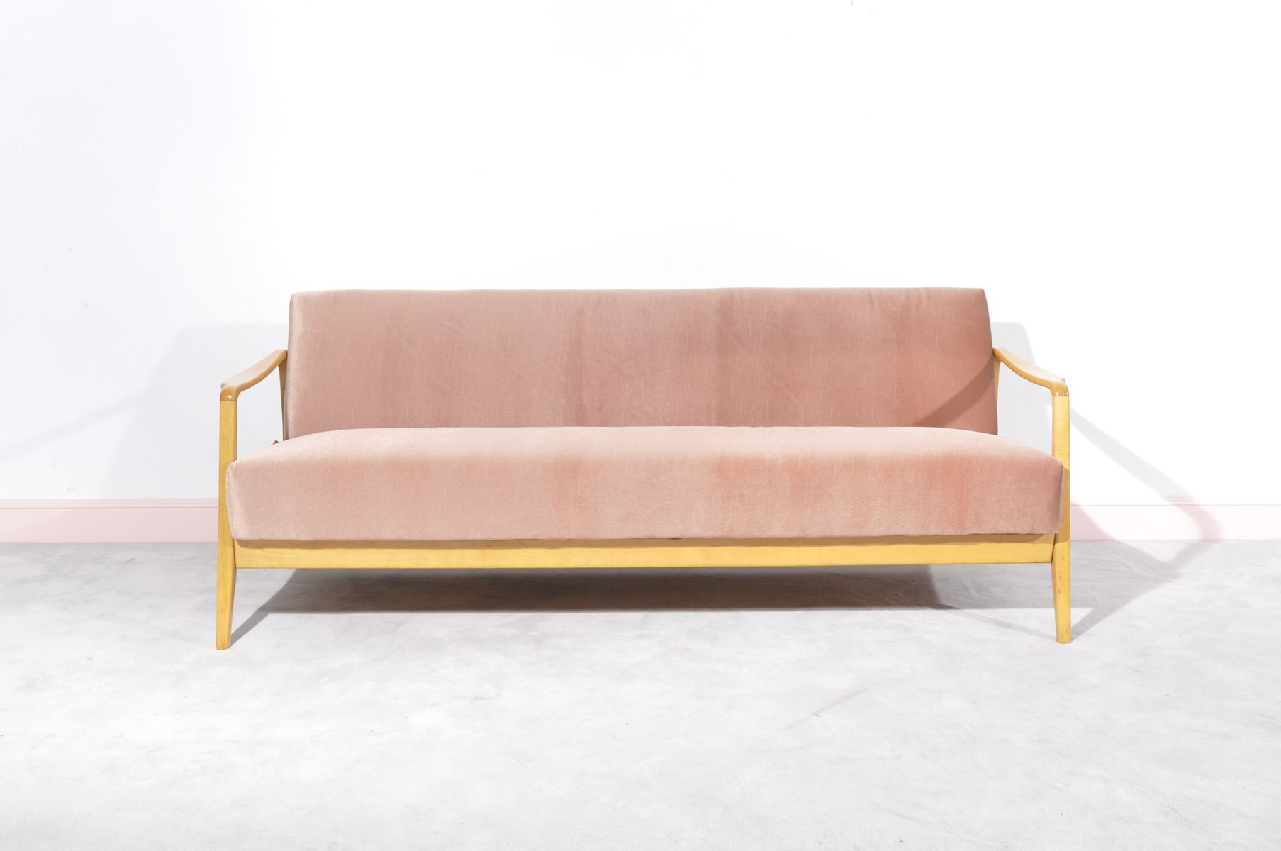 Danish pink three seater sofa for sale at pamono for Sofa 7 seater