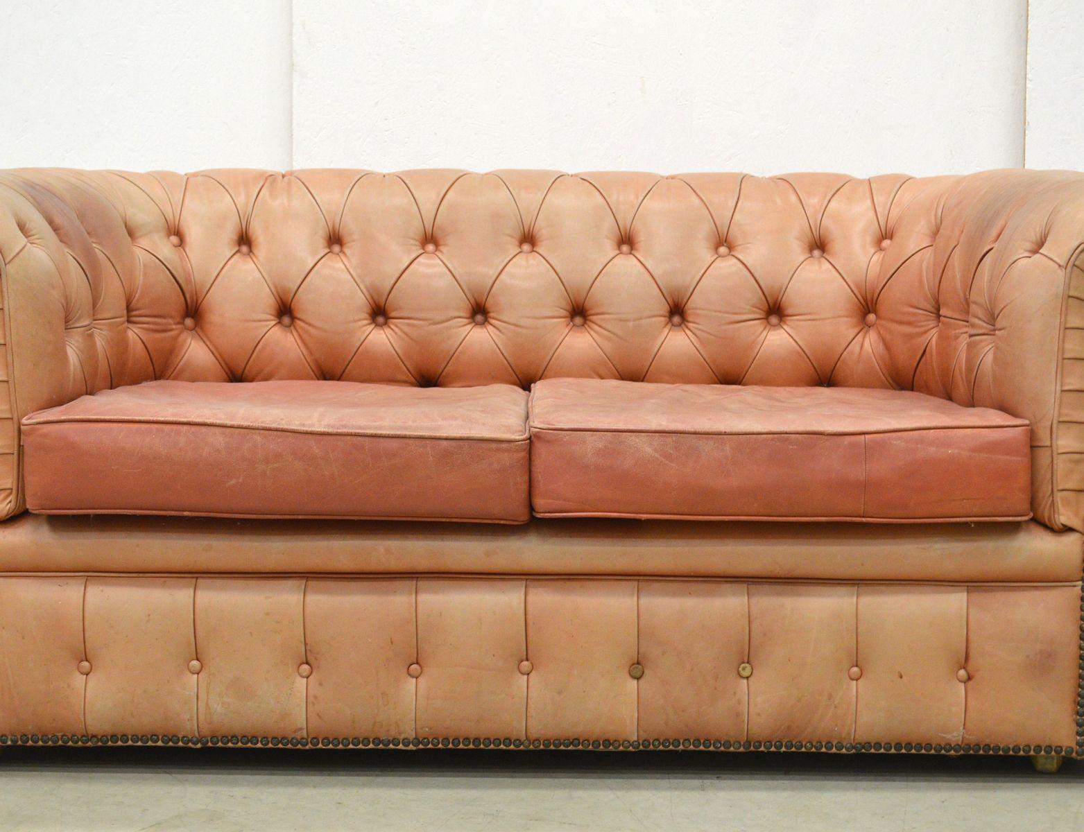 Englisches Ros Cognacfarbenes Leder Chesterfield Zwei Sitzer Sofa 1960er Bei Pamono Kaufen