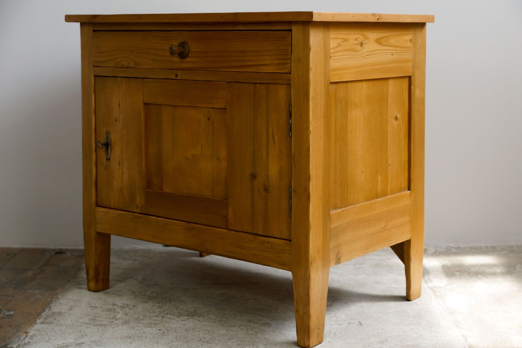 kleines vintage sideboard 1920er bei pamono kaufen. Black Bedroom Furniture Sets. Home Design Ideas