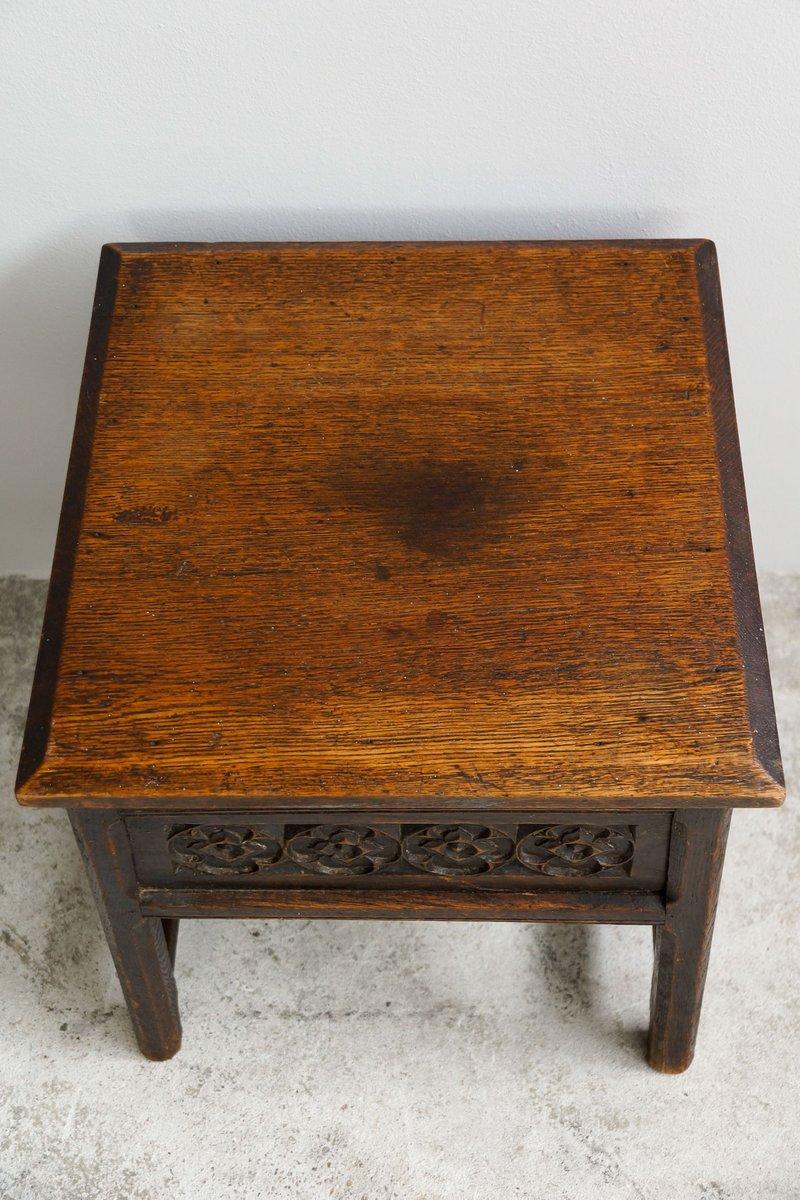 petite table d 39 appoint carr e antique en ch ne en vente sur pamono. Black Bedroom Furniture Sets. Home Design Ideas