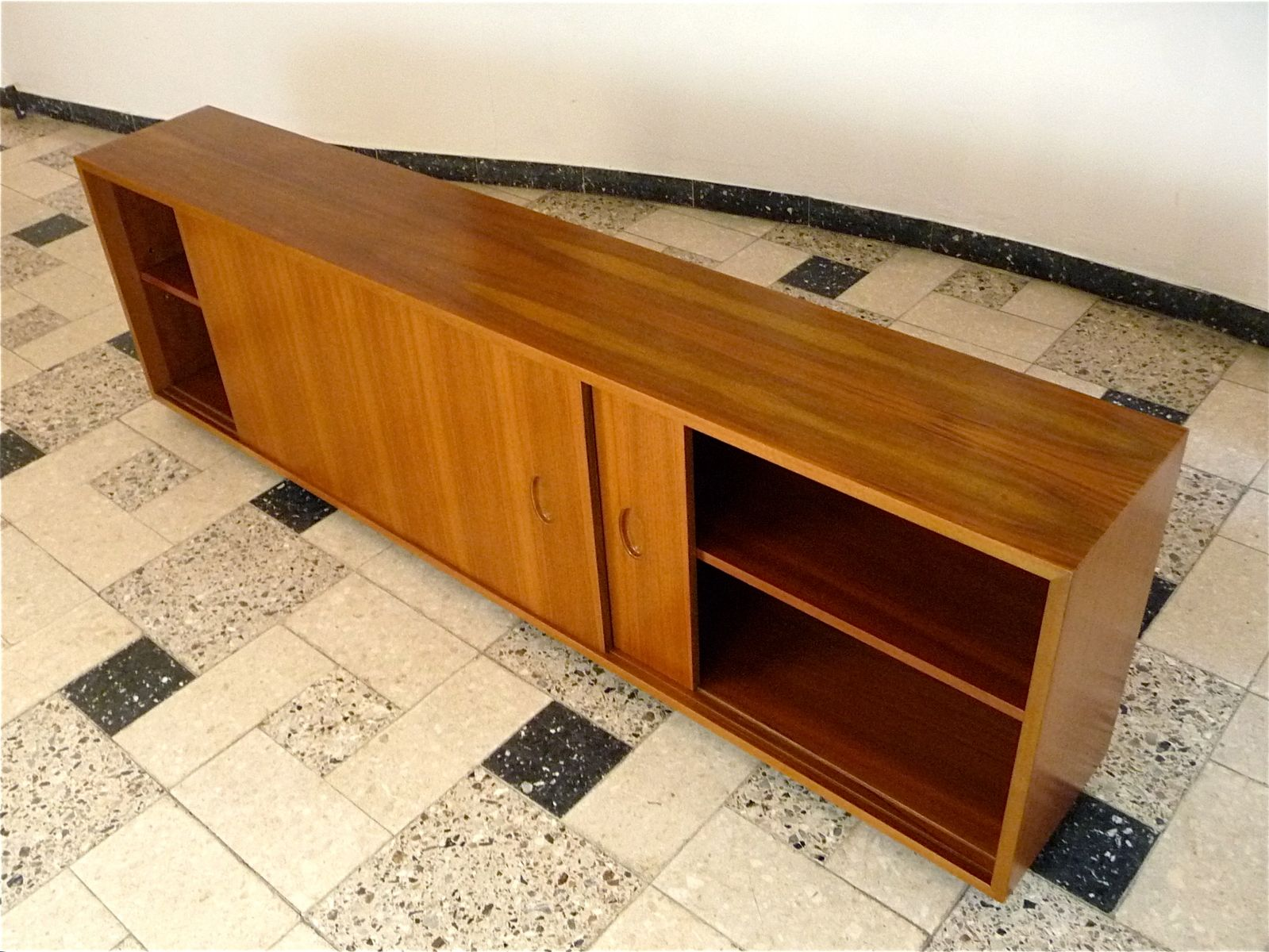 schwebendes sideboard von georg satink f r wk m bel. Black Bedroom Furniture Sets. Home Design Ideas