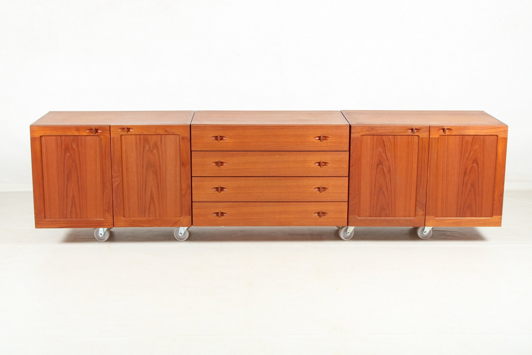 vintage danish modular sideboard in teak veneer for sale at pamono. Black Bedroom Furniture Sets. Home Design Ideas