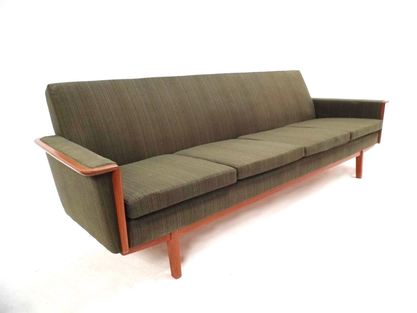 skandinavisches vier sitzer sofa aus teak mit gr nem. Black Bedroom Furniture Sets. Home Design Ideas