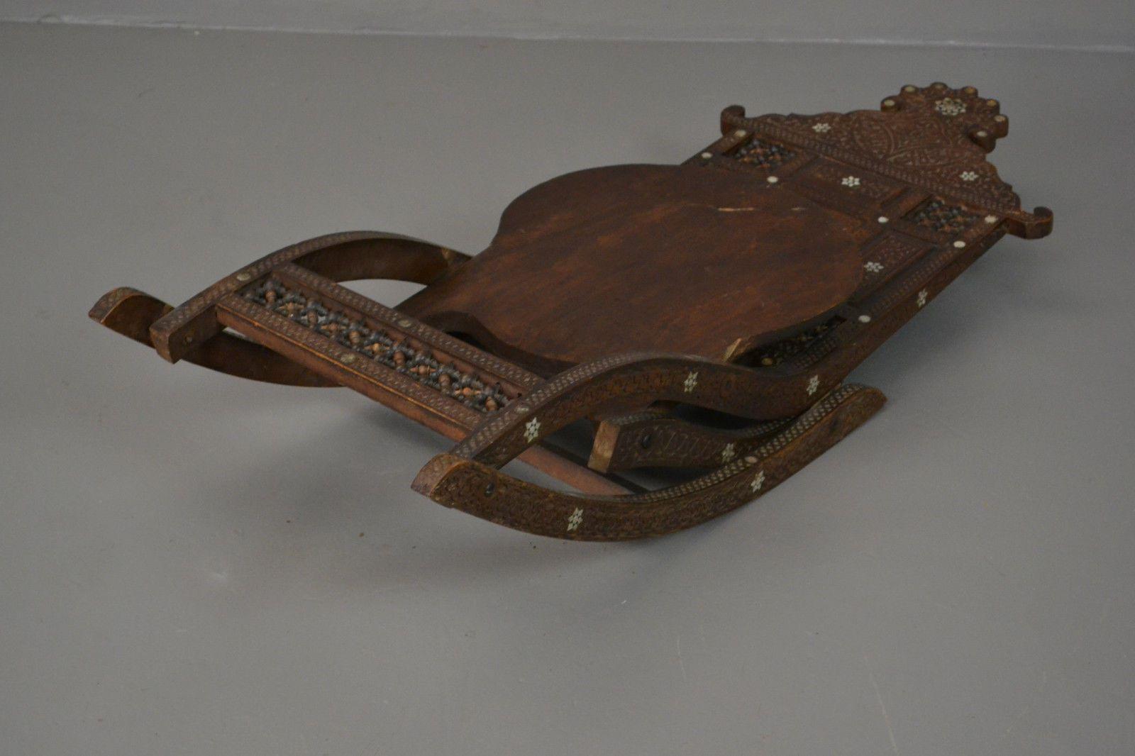 vintage schaukelstuhl aus geschnitztem teak mit intarsie bei pamono kaufen. Black Bedroom Furniture Sets. Home Design Ideas