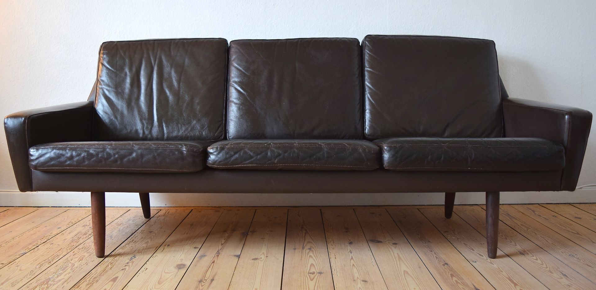 Danish Vintage Leather Sofa With Teak Legs 1960s For Sale At Pamono