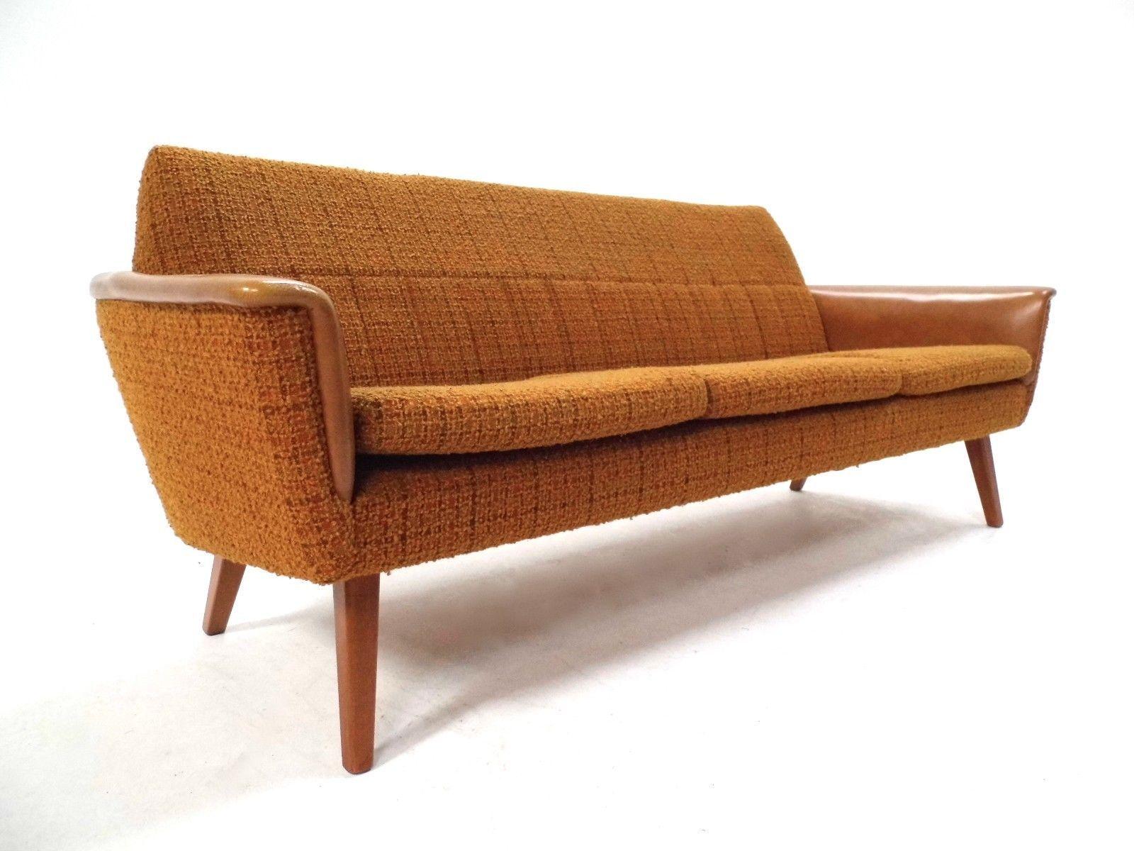 skandinavisches drei sitzer sofa aus wolle vinyl in. Black Bedroom Furniture Sets. Home Design Ideas