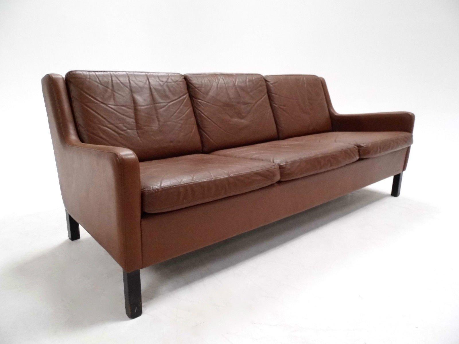 d nisches braunes drei sitzer ledersofa 1960er bei pamono. Black Bedroom Furniture Sets. Home Design Ideas