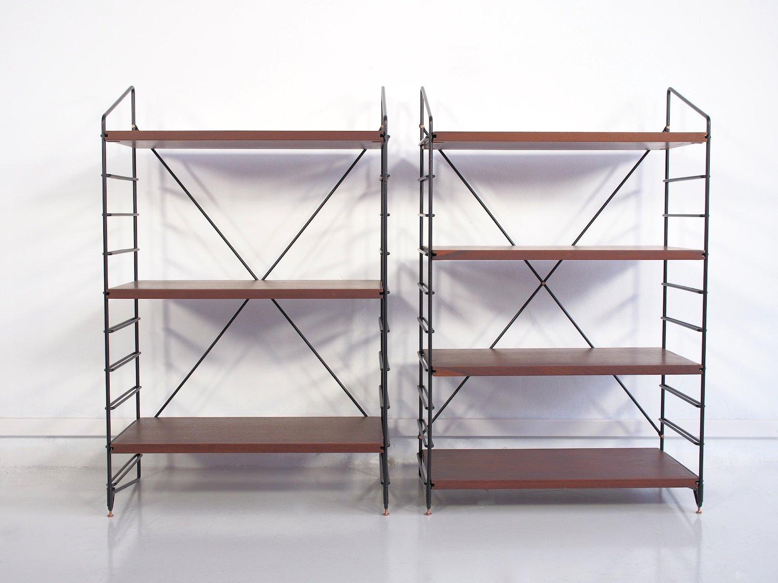kleine italienische regale aus teak schwarz lackiertem metall 1960er 2er set bei pamono kaufen. Black Bedroom Furniture Sets. Home Design Ideas
