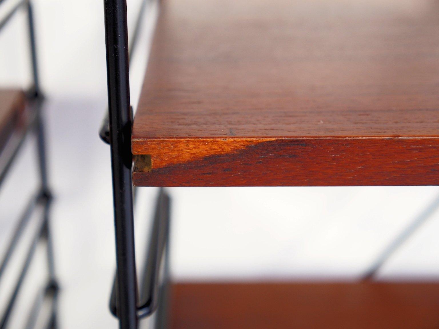 kleine italienische regale aus teak schwarz lackiertem metall 1960er. Black Bedroom Furniture Sets. Home Design Ideas
