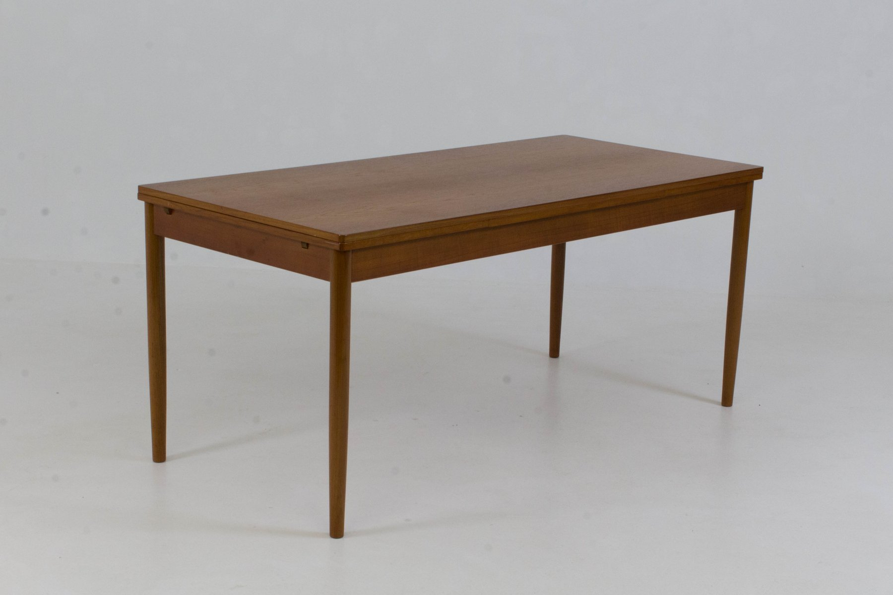 Grande table de salle manger extensible danemark 1960s for Grande table de salle a manger