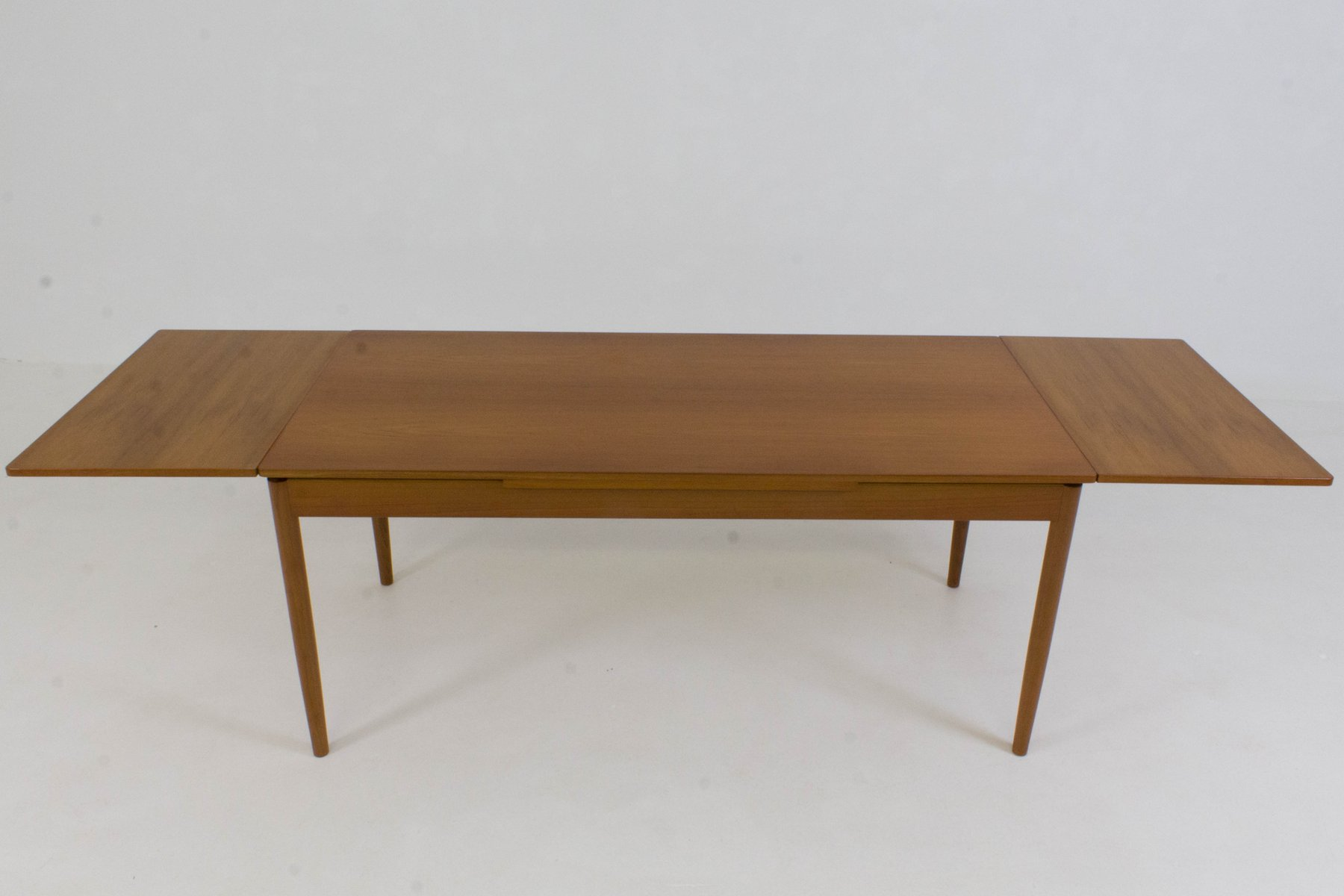 Grande table de salle manger extensible danemark 1960s for Grande table de salle a manger design