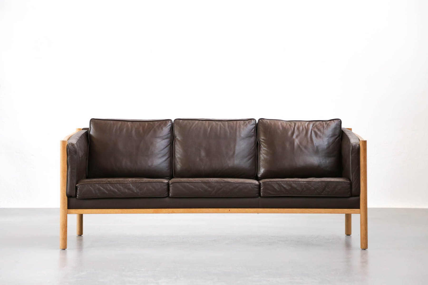 Mid century scandinavian brown leather sofa 1970s for for Scandinavian sofa