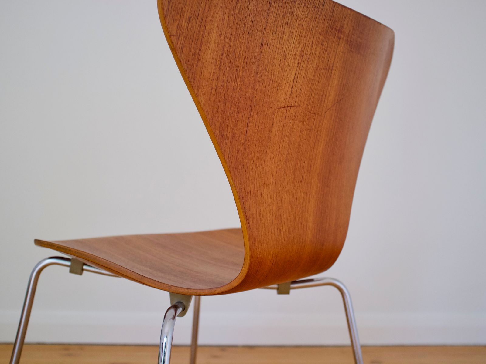 Danish 3107 teak chair by arne jacobsen for fritz hansen for Arne jacobsen chaise