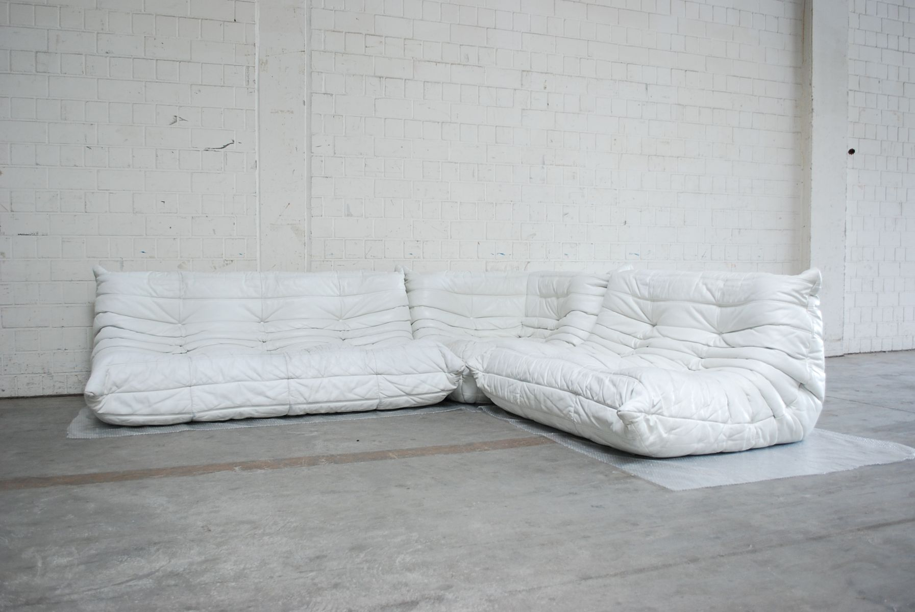 white togo modular leather sofa from ligne roset for sale. Black Bedroom Furniture Sets. Home Design Ideas