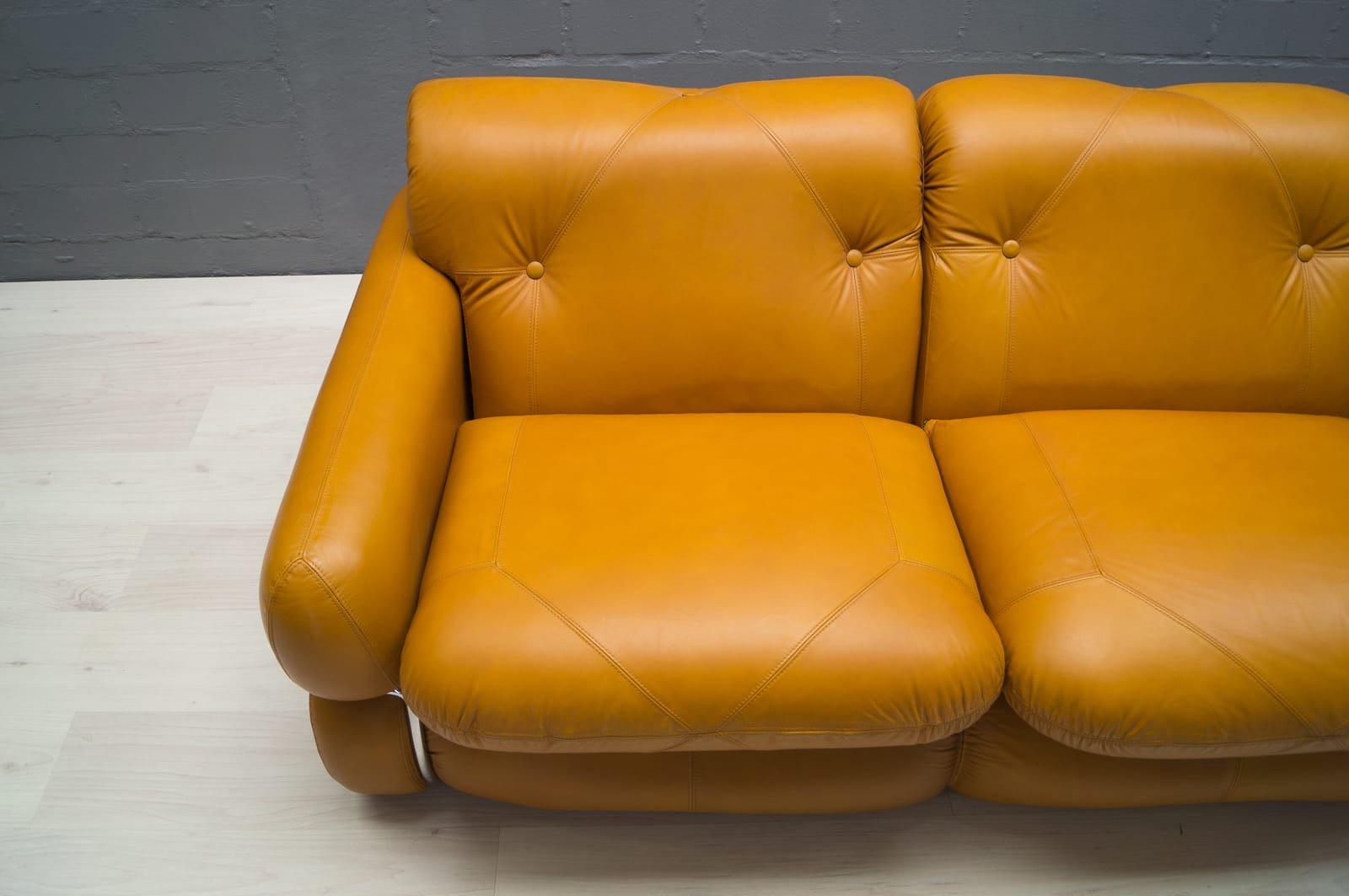 canap trois places vintage en cuir italie en vente sur. Black Bedroom Furniture Sets. Home Design Ideas