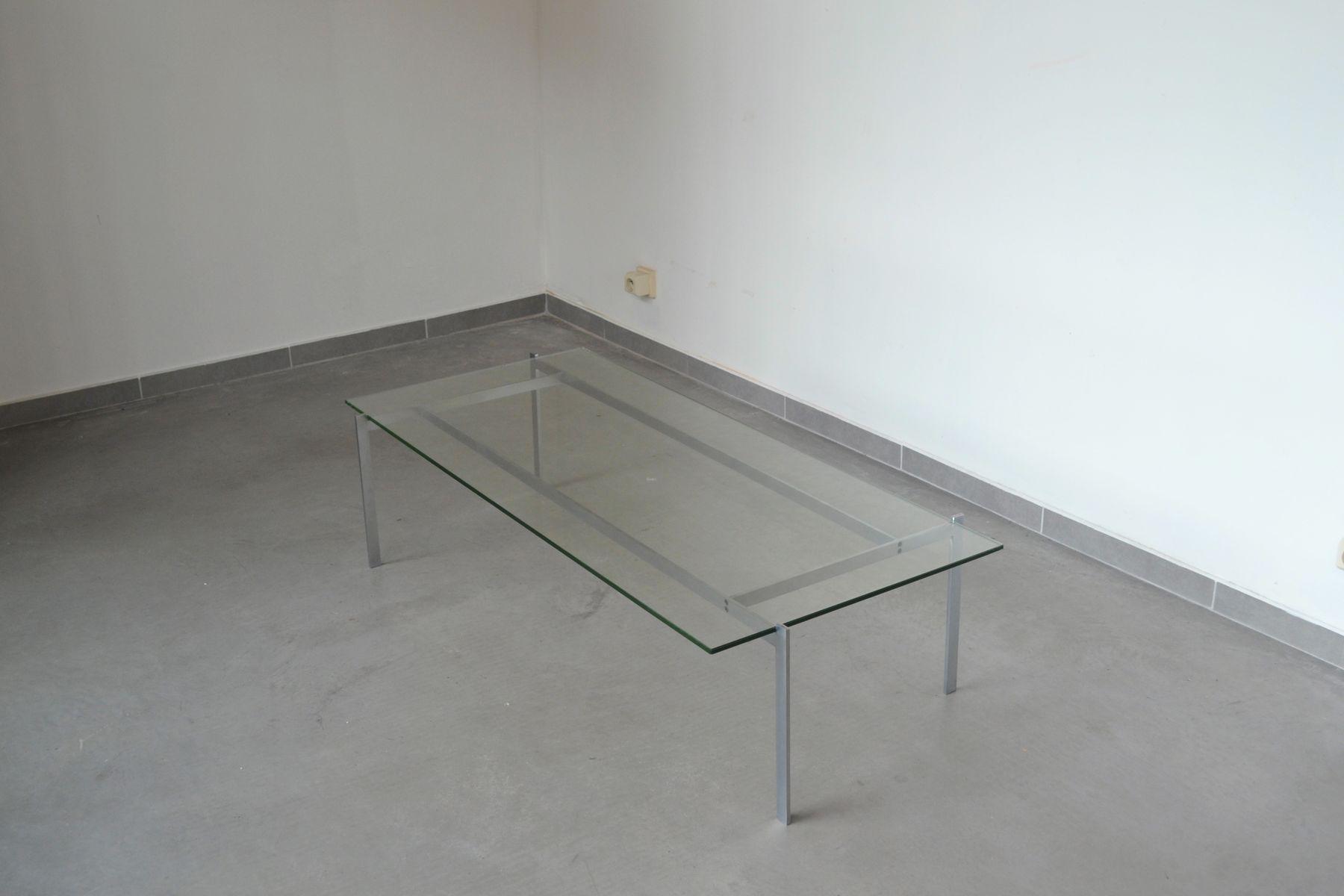 minimalistischer couchtisch aus stahl und rechteckiger. Black Bedroom Furniture Sets. Home Design Ideas